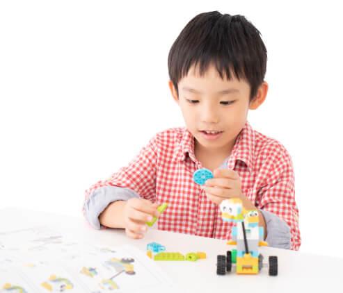 お子様ひとりで安心して取り組め思いのままのロボットが作れます。